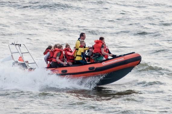 Lakens_visit_the_rescue_brigade