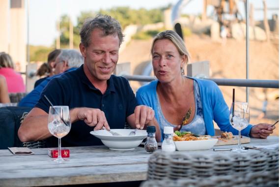 Dineren_in_de_duinen_met_z'n_twee.jpg